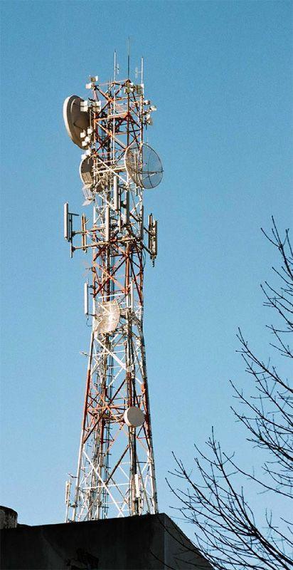 Vivir cerca de antenas de telefonía no causa cáncer a los más pequeños