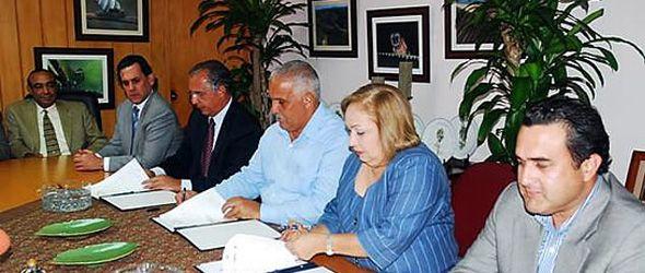 Medio Ambiente, Adozona y el Consejo Nacional de Zonas Francas firman acuerdo
