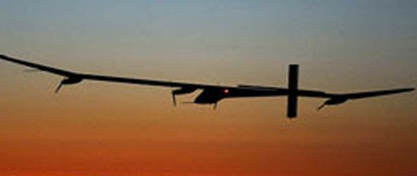 Primer vuelo nocturno de un avión solar en la historia