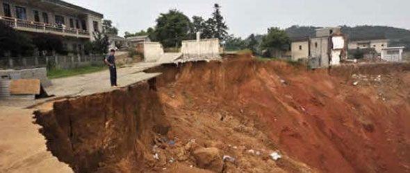 Atribuyen derrumbes China a crisis ambiente
