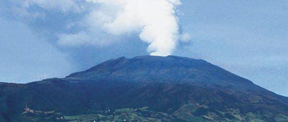 Alerta por erupción del volcán Galeras en Colombia