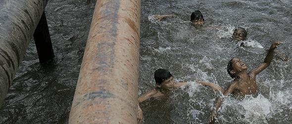 Un tribunal ecuatoriano condena a Chevron a pagar 6.100 millones por contaminar la Amazonia