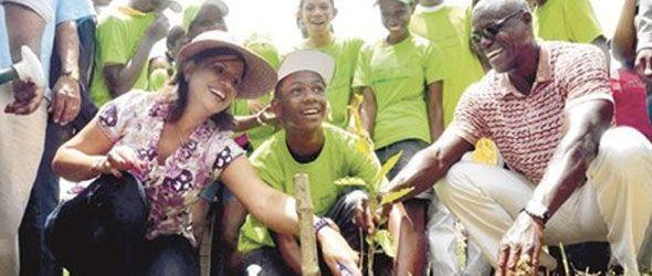 Carl Lewis exhorta a proteger medio ambiente y biodiversidad