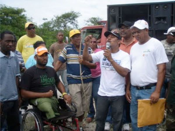 Marchan reclamando al Gobierno la recuperación de la playa Saladilla