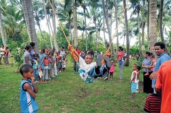 Cientos de niños disfrutan la creatividad de un parque