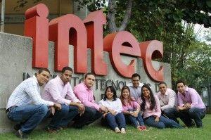 Grupo-de-egresados-del-INTEC