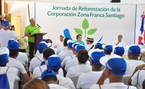 A. Lama R. se dirige a los participantes de la Jornada.