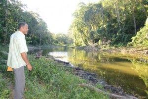HATILLO PALMA, Guayubín.-  La tala sin ningún tipo de control y la quema indiscriminada, de  arboles  está causando estragos en las fuentes de agua que permiten el abastecimiento de cientos de familias de las zonas baja de la Cordillera Septentrional, específicamente en la zona de Guayubín.Pr+¡amo Rodr+¡guez, Dirigente Agricola en Loma de Solim+ín,Hoy/Cortesia Rafael Pujols.1/10/14