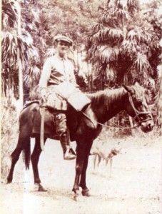 Ekman a caballo y su machete en mano, Higuey, 1930