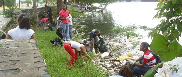 """Realizan jornada de limpieza en Río Ozama por """"Día Internacional del Agua"""""""