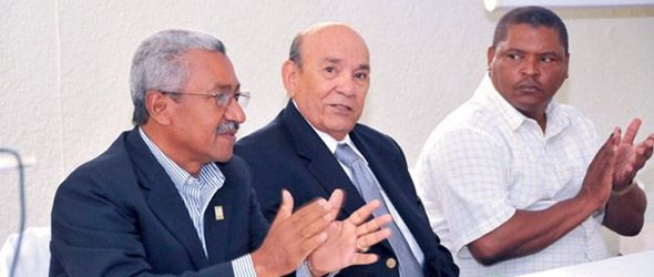 Ricardo García, Augusto Rodríguez, y Julio Espinosa durante la presentación de la memoria institucional del Jardín Botánico.