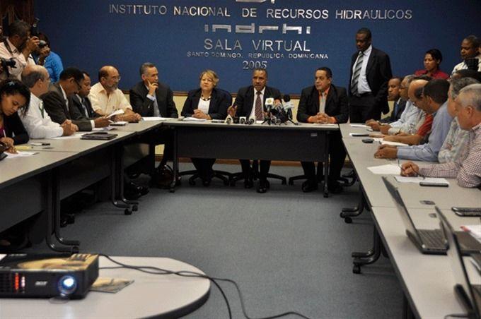 Encuentro. Los miembros del Observatorio Nacional del Agua se reunieron ayer para analizar la situación de la escasez de agua.