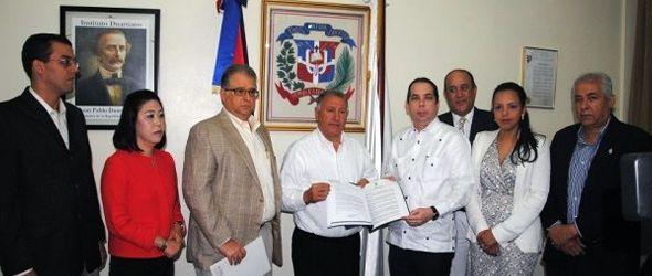 CDES y ACIS entregan propuesta ordenanza contaminación visual al Ayuntamiento Santiago