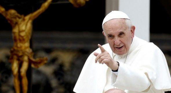 Papa Francisco pide atender degradación ambiental y anuncia encíclica