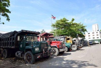 Ambiente retiene camiones volteos y retroexcavadoras por extracciones en ríos