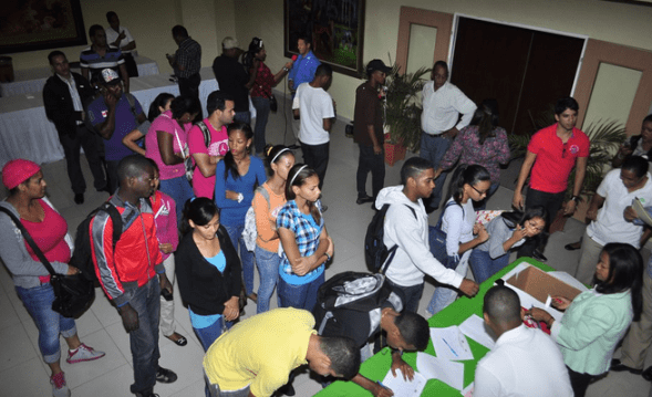 Medio Ambiente dice focaliza formación ambiental en jóvenes universitarios