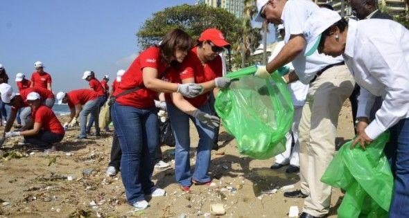 Retiran dos millones desechos en playas y ríos durante un operativo en 16 zonas
