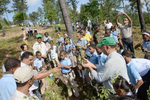 """Ministro de Medio Ambiente encabeza acto de lanzamiento del """"Mes de la Reforestación 2015"""""""