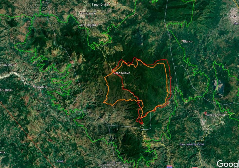 En verde los límites actuales del parque nacional Valle Nuevo. En rojo la mensura para Pimentel y en naranja la mensura para Trujillo. ( FUENTE EXTERNA.)